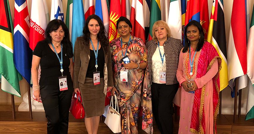 kanadai woman meeting togói nőkkel szemben franciaországban